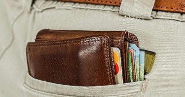 ポケットに財布をしまう人へ革を綺麗にエイジングするコツ教えます。